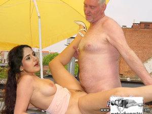 5gpzt2ao1v38 t Zareen Khan Nude at Public Fucked By Old Man [Fake]