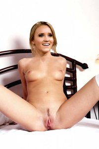 2olzai68gc82 t Emily Osment Fake Nude and Sex Picture
