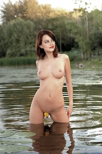 ysj4pzb7xo74 t Emma Stone Fake Nude and Sex Picture