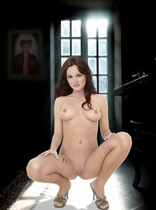 6wsung72e2dr t Leighton Meester Fake Nude and Sex Picture